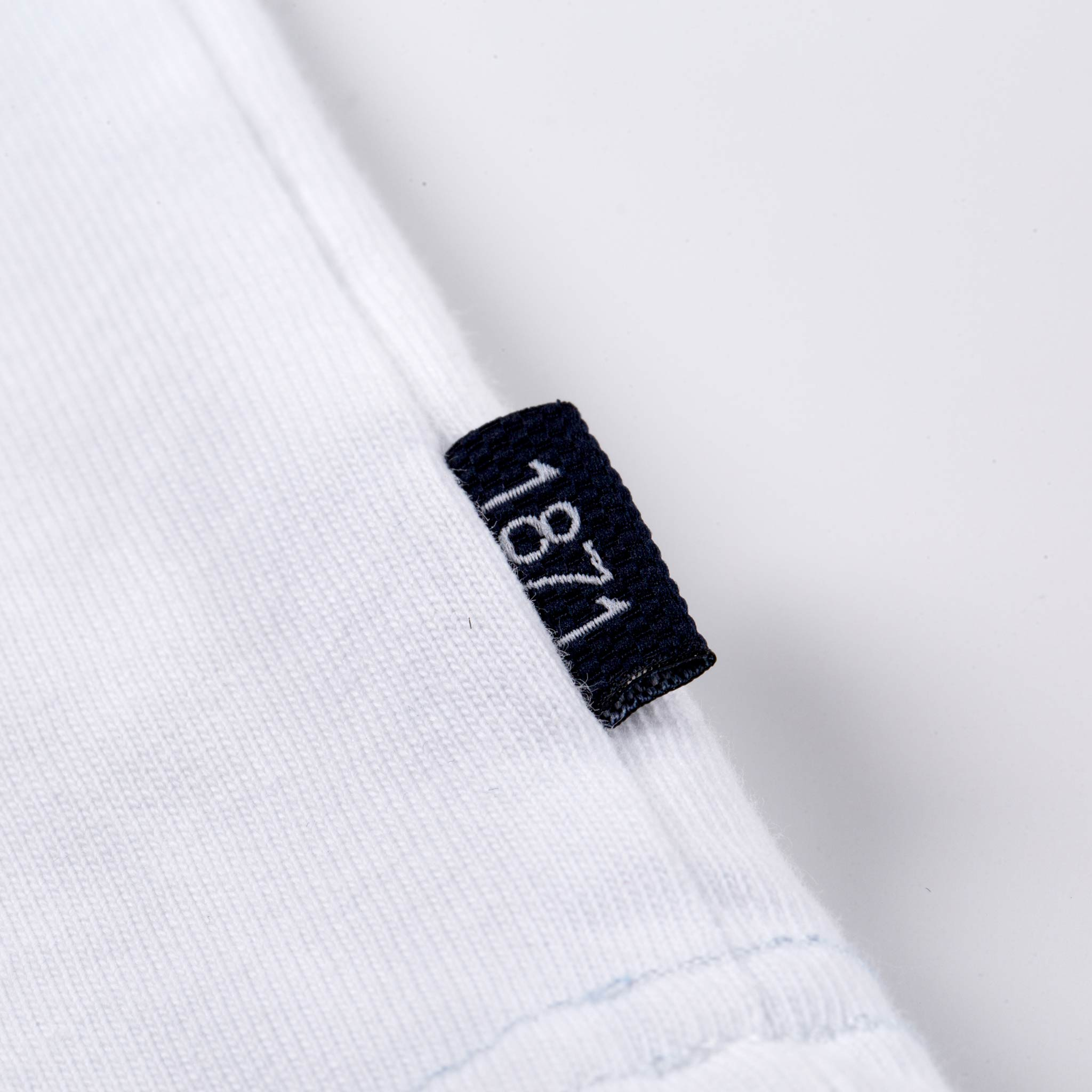 1871 white T-shirt tag