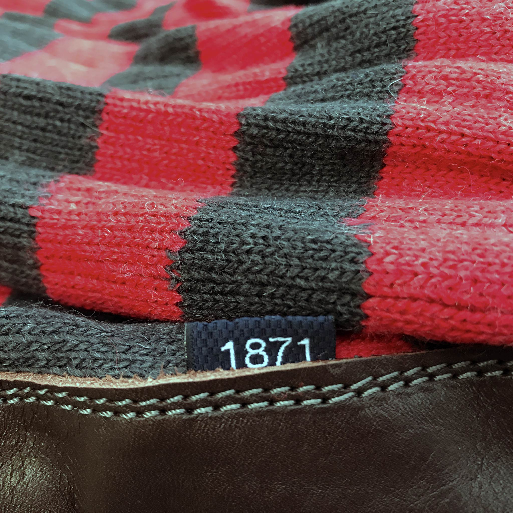 Slipper Sock black and red stripe - closeup