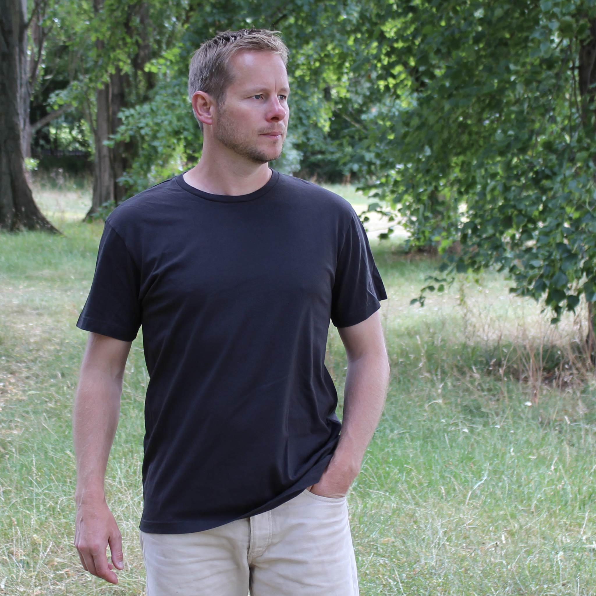 Plain Asphalt T-shirt model