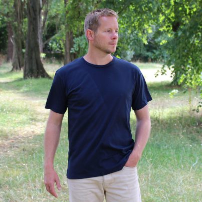 Plain Navy T-shirt Model